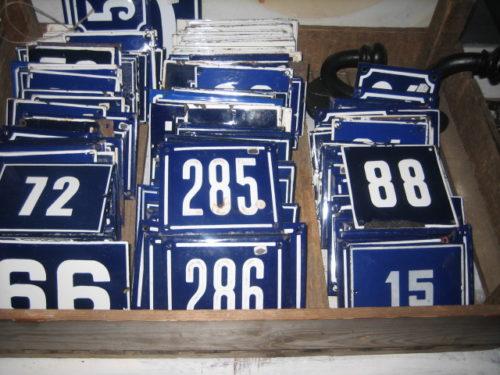 Koop uw emaille huisnummer en andere bordjes bij mercator co for Huisnummerbord maken